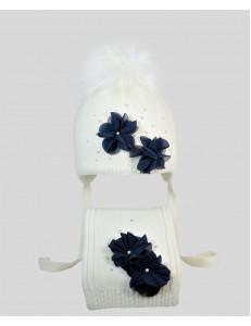 """Комплект белый шапка зимняя с шарфом с синими цветами """"Вивьен"""""""